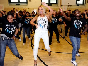 beyonce-working-out-pretty-girls-rock-dresses1