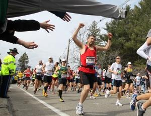 0415_marathon-hands